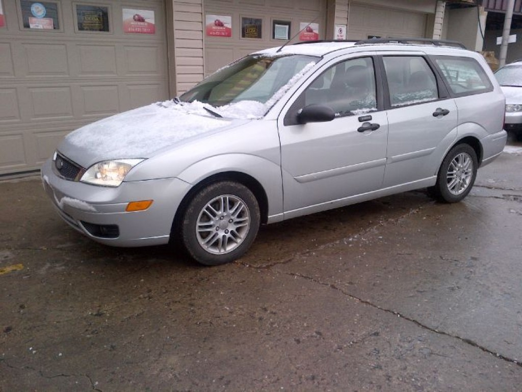 used 2005 ford focus zxw ses station wagon for sale in york ontario. Black Bedroom Furniture Sets. Home Design Ideas