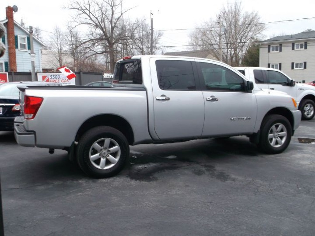 used 2014 nissan titan crew cab 4x4 internet price for sale in sutton west ontario. Black Bedroom Furniture Sets. Home Design Ideas