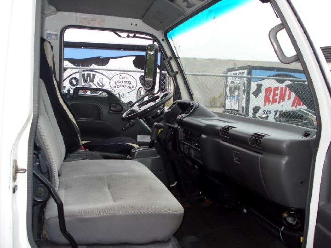 2004 GMC W5500 Tilt Cab, Turbo Diesel