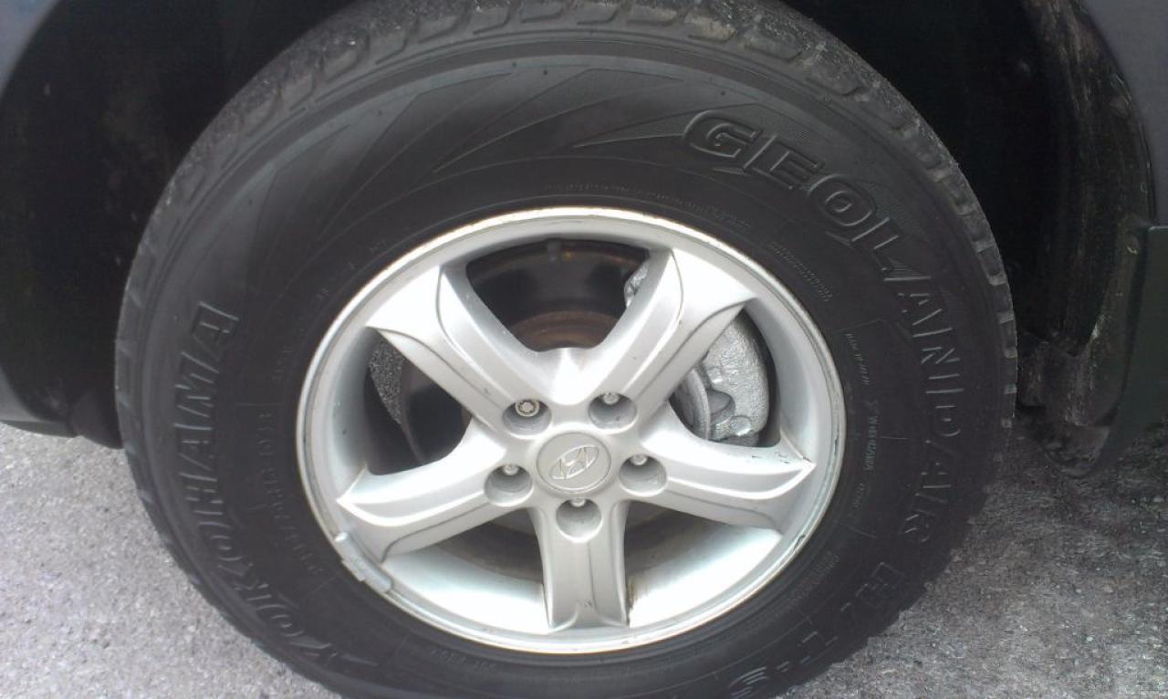 2009 Hyundai Santa Fe GL, AWD, ALLOYS, 133k, Fog Lights