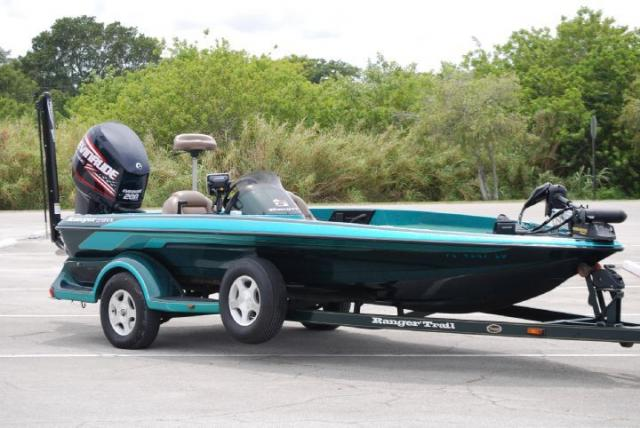 2000 Ranger Bass Boat 518 VX