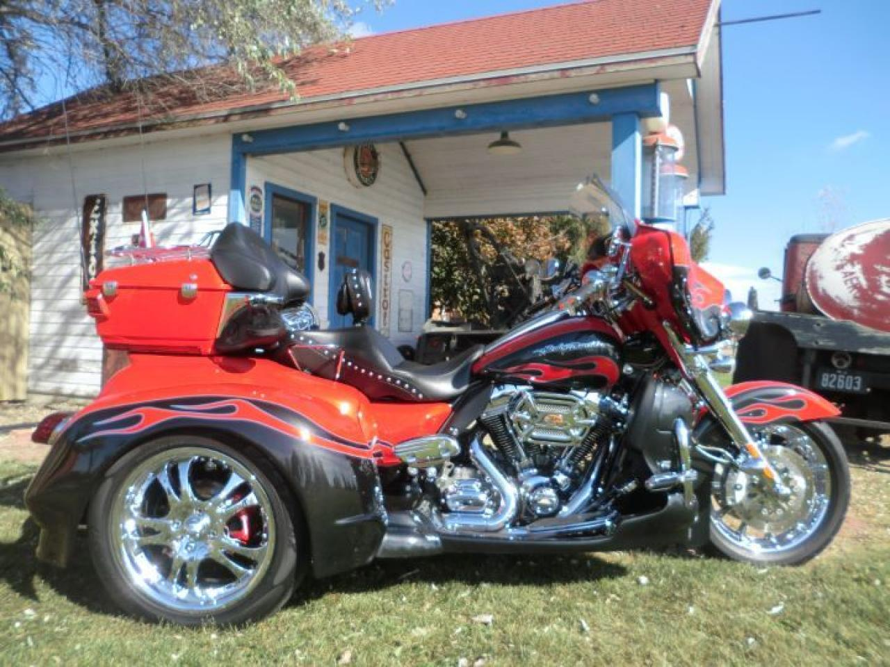 2010 Harley-Davidson Touring FLHTCUSE CVO TRIKE