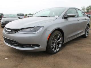 Used 2016 Chrysler 200 S / Panoramic Sunroof / Heated Front Seats & Steering Wheel for sale in Edmonton, AB
