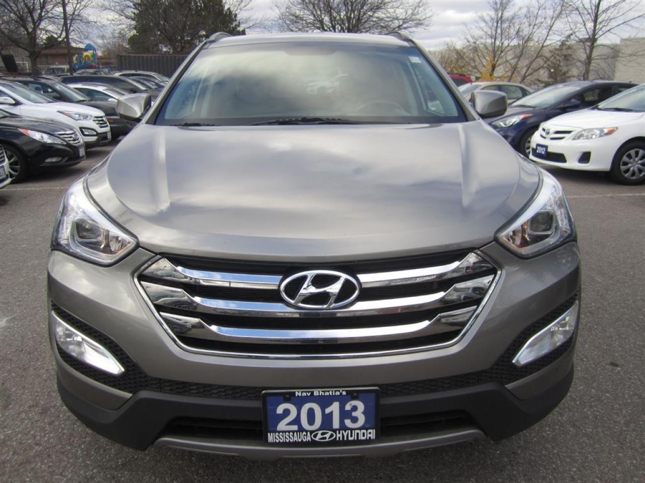 2013 Hyundai Santa Fe One owner-FWD-Premium-MINT