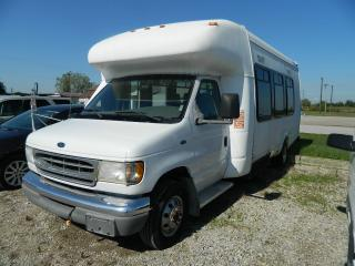 Used 2004 Ford E450 22 Passenger Bus for sale in Ridgetown, ON