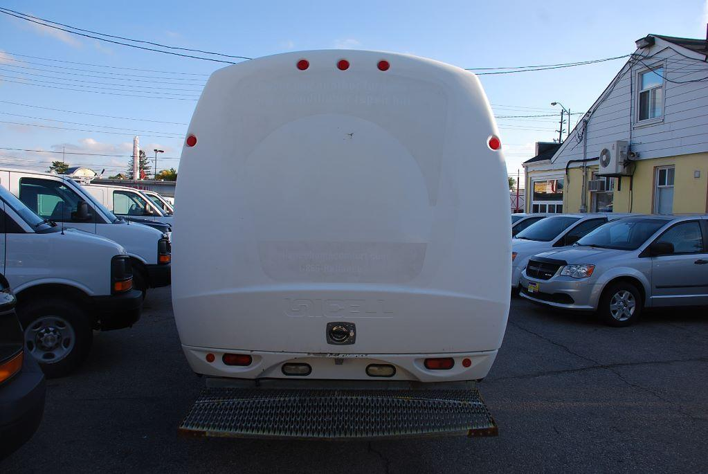 Used 2006 Ford E350 Bubble Van Unicell Box For Sale In