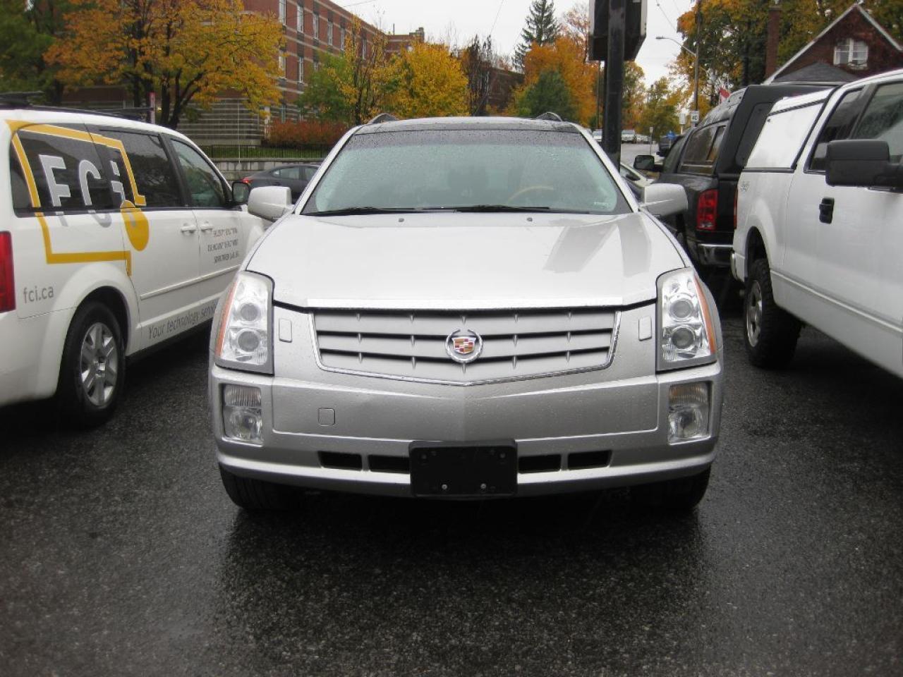 2007 Cadillac SRX AWD, 7 pass, 8cyl, p/w p/l dvd, nav, htd leather