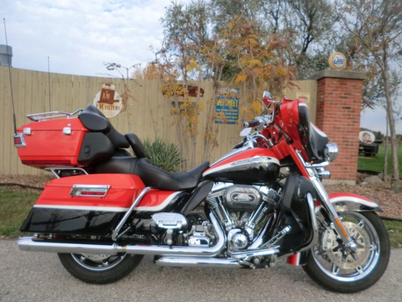 2012 Harley-Davidson ULTRA CLASSIC FLHTCUSE SCREAMIN EAGLE ULTRA CLASSIC