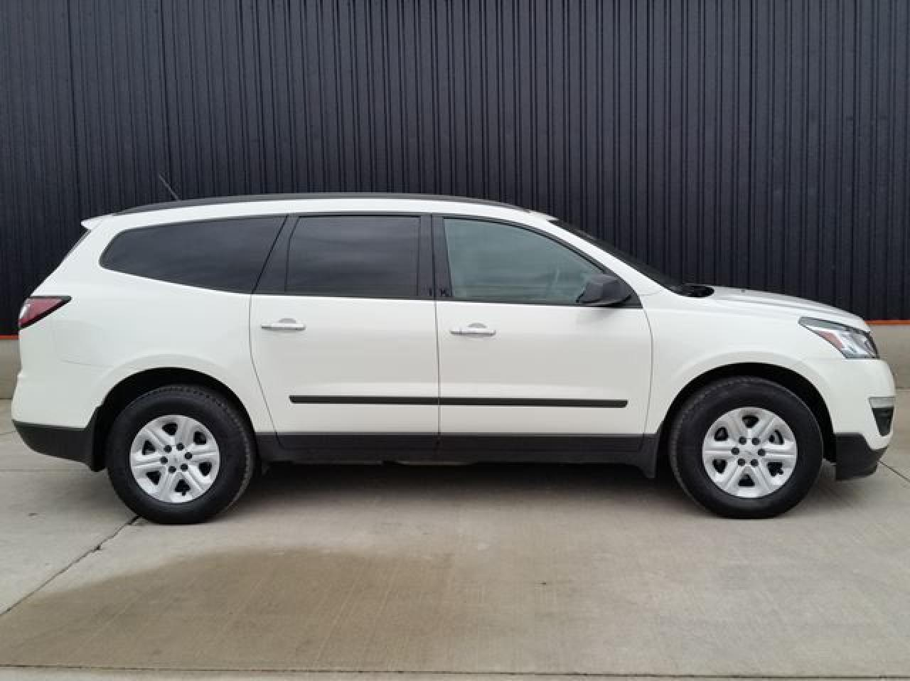Photo of White 2015 Chevrolet Traverse