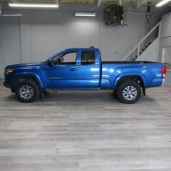 Used 2017 Toyota Tacoma 4 WHEEL DRIVE / REVERSE CAMERA / BLUETOOTH for sale in Oakville, ON