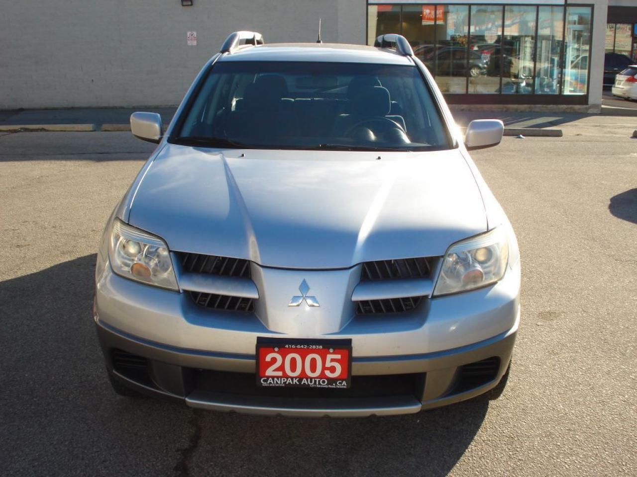 Photo of Silver 2005 Mitsubishi Outlander