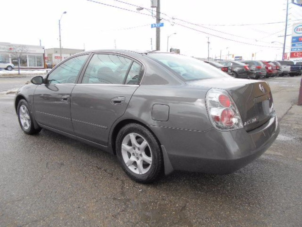 used 2005 nissan altima 2 5 s automatic loaded only 118 000kms for sale in etobicoke ontario. Black Bedroom Furniture Sets. Home Design Ideas