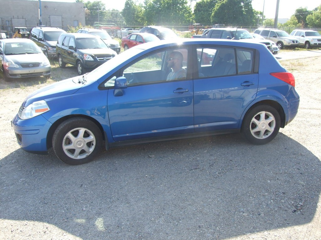 used 2007 nissan versa 1 8 s for sale in waterloo ontario. Black Bedroom Furniture Sets. Home Design Ideas