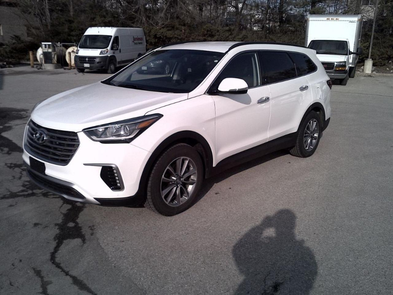 Photo of White 2017 Hyundai Santa Fe XL
