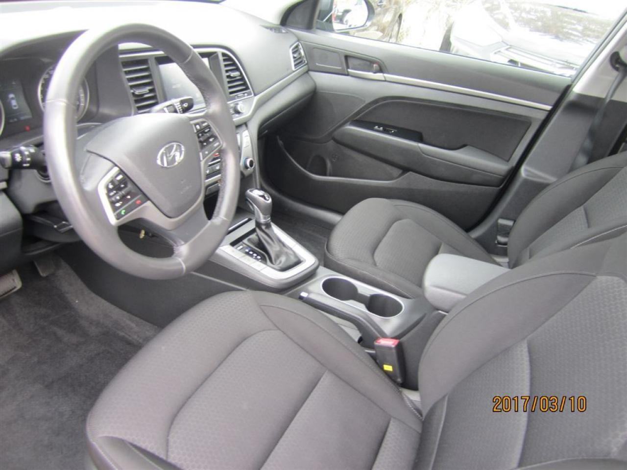 2017 Hyundai Elantra GL-Super clean- Like New