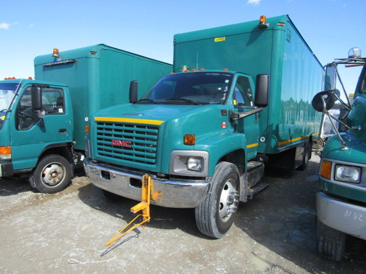 Photo of Green 2005 GMC C7500 C7C042