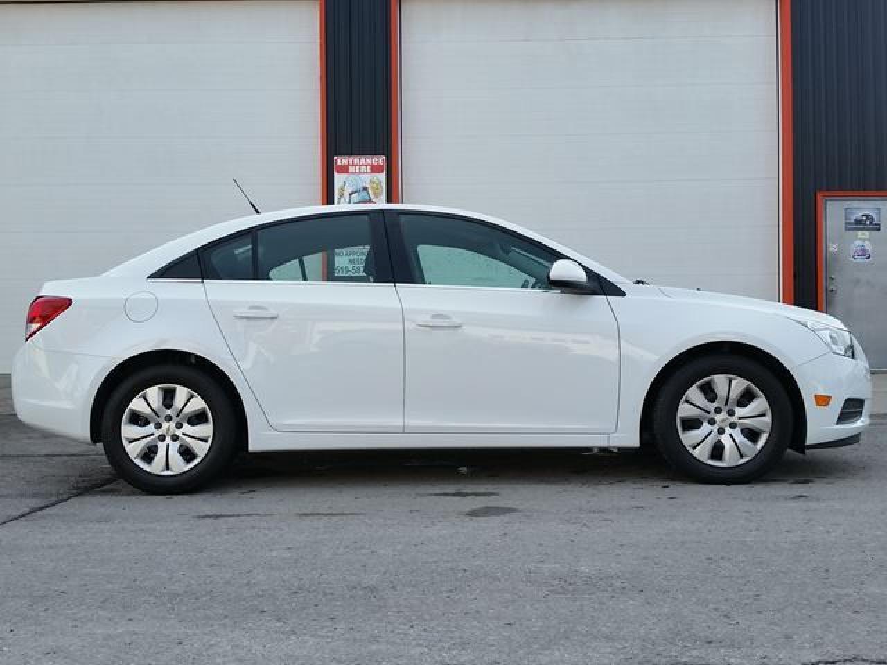 Photo of White 2014 Chevrolet Cruze