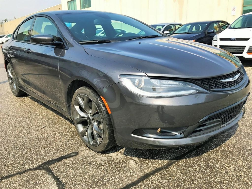 used 2015 chrysler 200 sports panoramic roof camera certified for sale in concord ontario. Black Bedroom Furniture Sets. Home Design Ideas