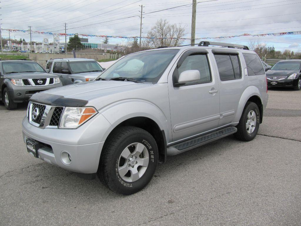 used 2005 nissan pathfinder se awd 7 passenger sunroof for sale in newmarket ontario. Black Bedroom Furniture Sets. Home Design Ideas