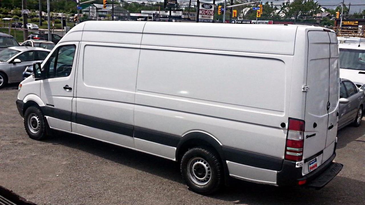 Photo of White 2007 Dodge Sprinter