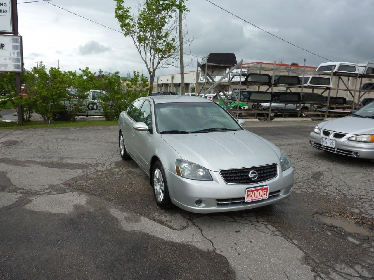 Photo of Silver 2006 Nissan Altima