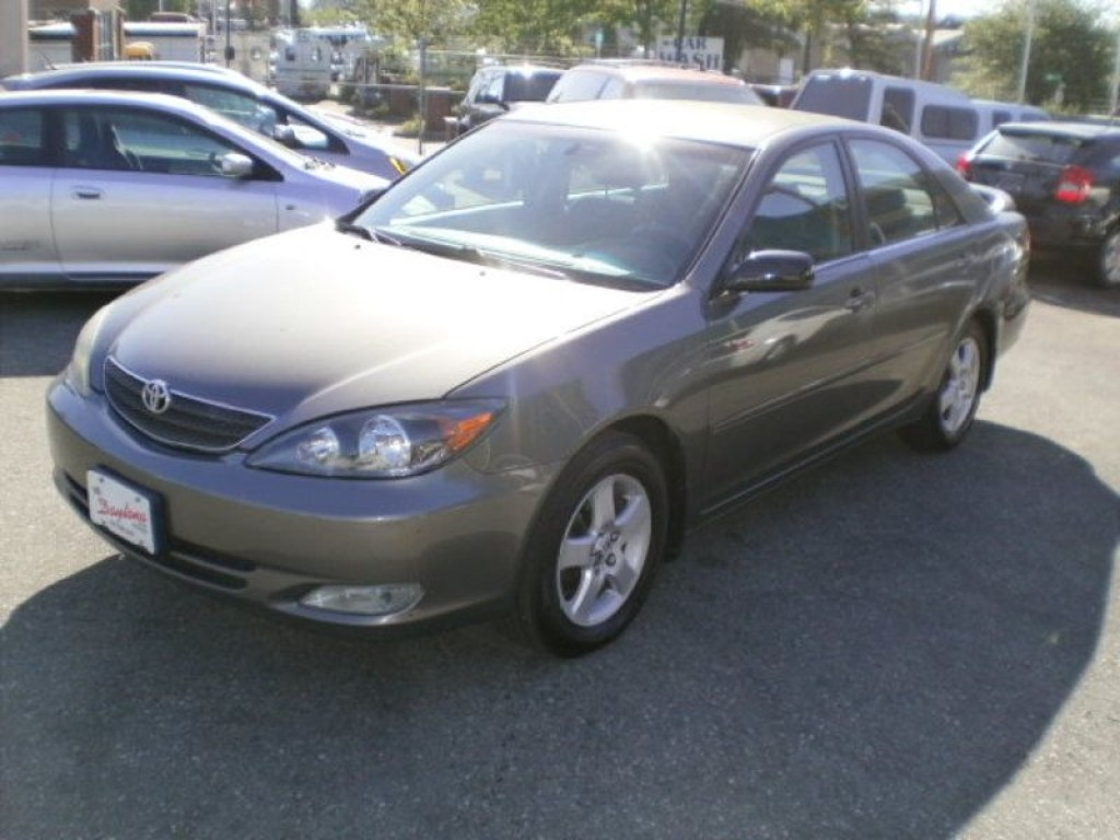 used 2004 toyota camry se for sale in surrey british. Black Bedroom Furniture Sets. Home Design Ideas
