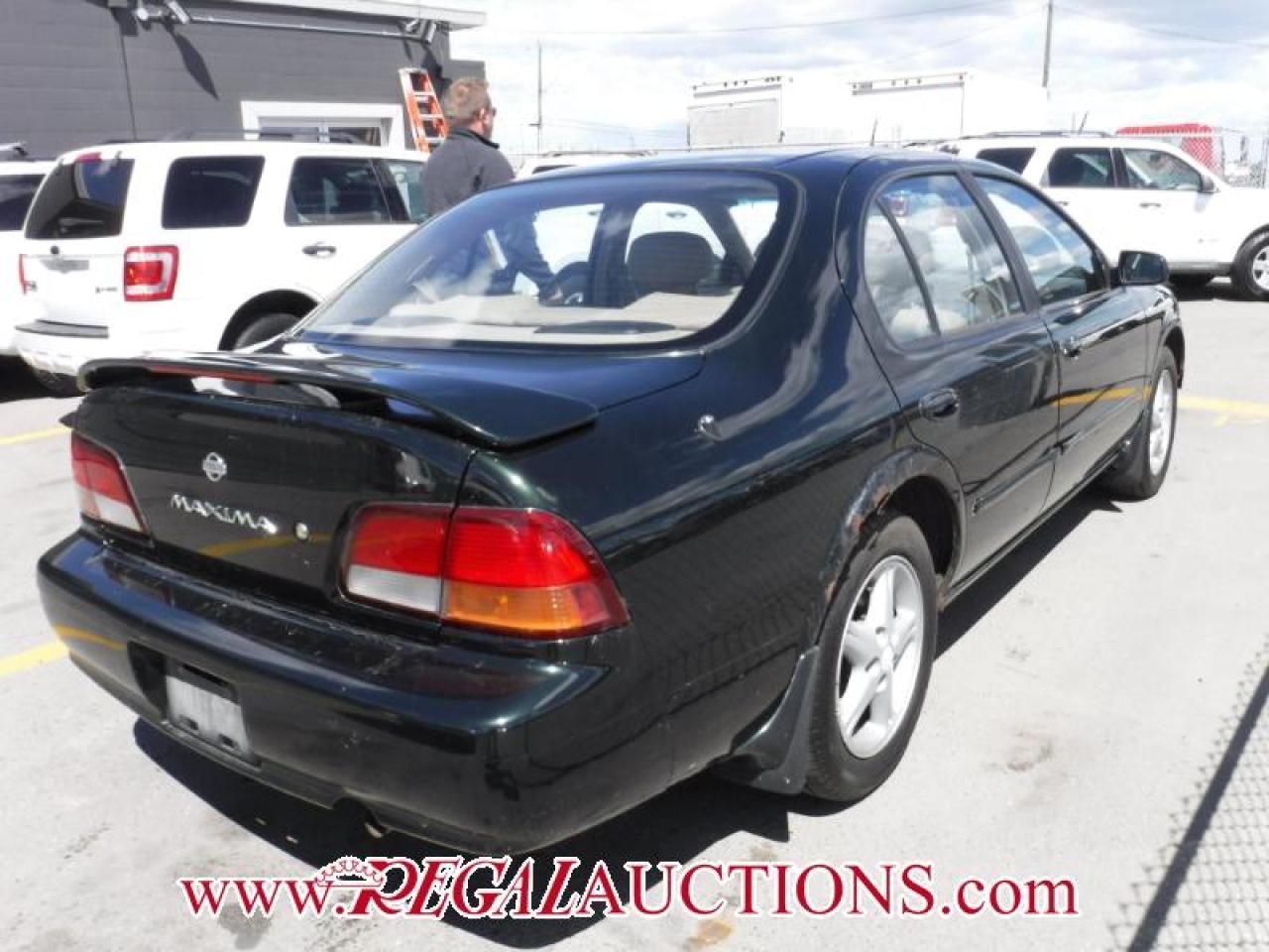 1998 Nissan Maxima SE 4D Sedan