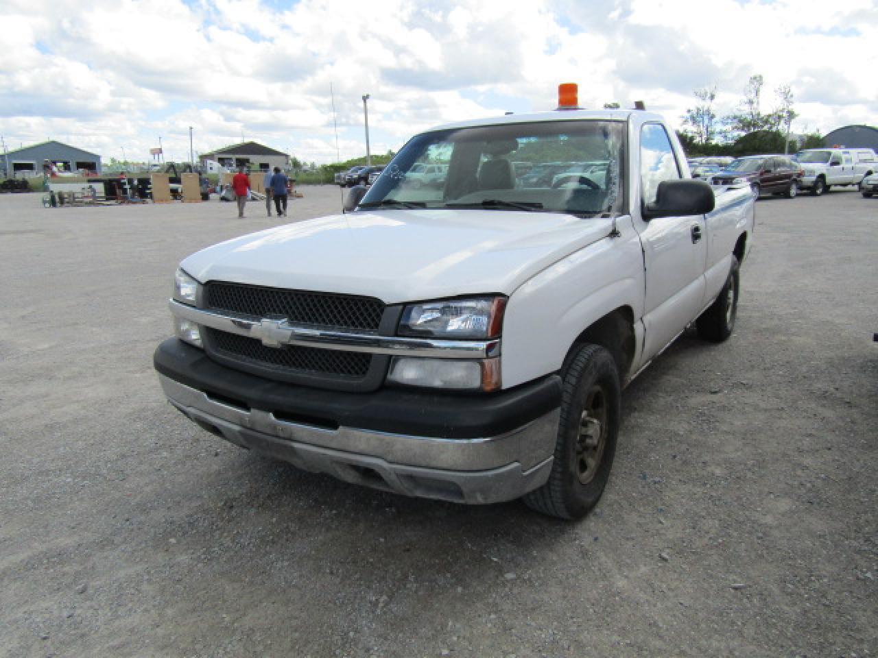 Photo of White 2003 Chevrolet SILVERADO K1500