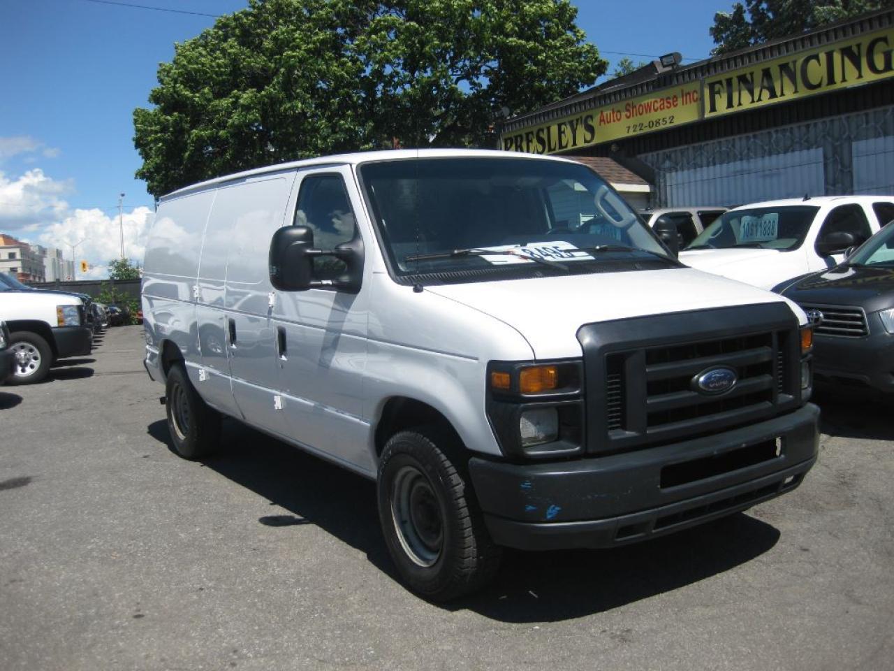 2011 Ford E-250 Econoline Cargo Van A/C 8-cyl. partition & shelves