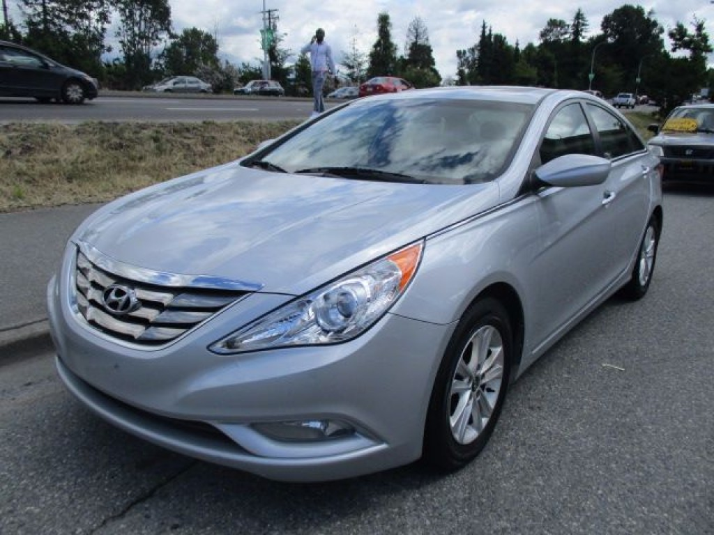 used 2013 hyundai sonata gl for sale in surrey british columbia. Black Bedroom Furniture Sets. Home Design Ideas