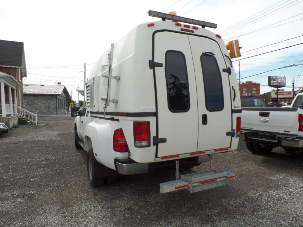 2009 Chevrolet Silverado 3500 HD Ext. Cab Dually w/Space Kap