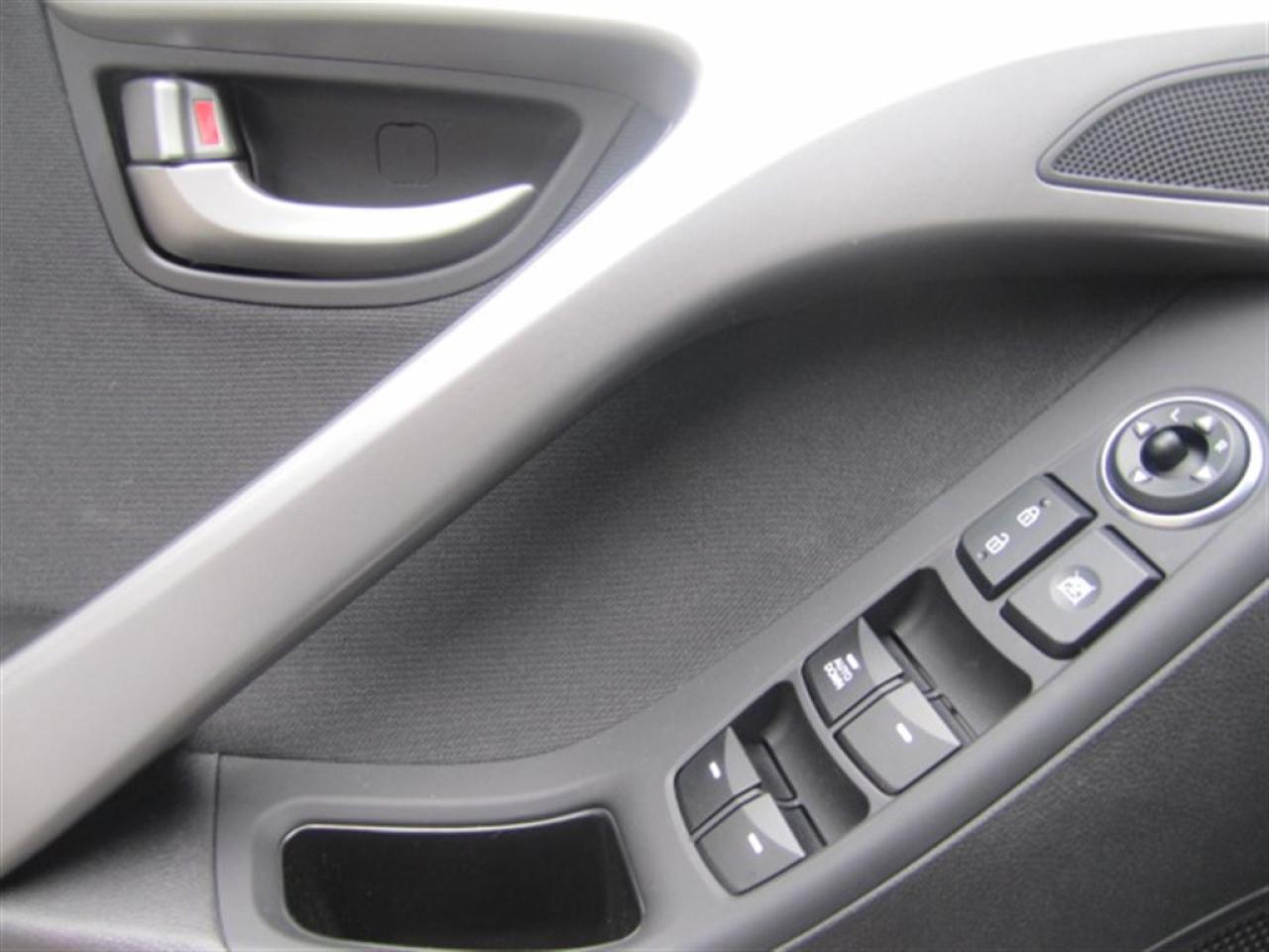 2016 Hyundai Elantra GLS-SUNROOF-ALLOYS-LIKE NEW