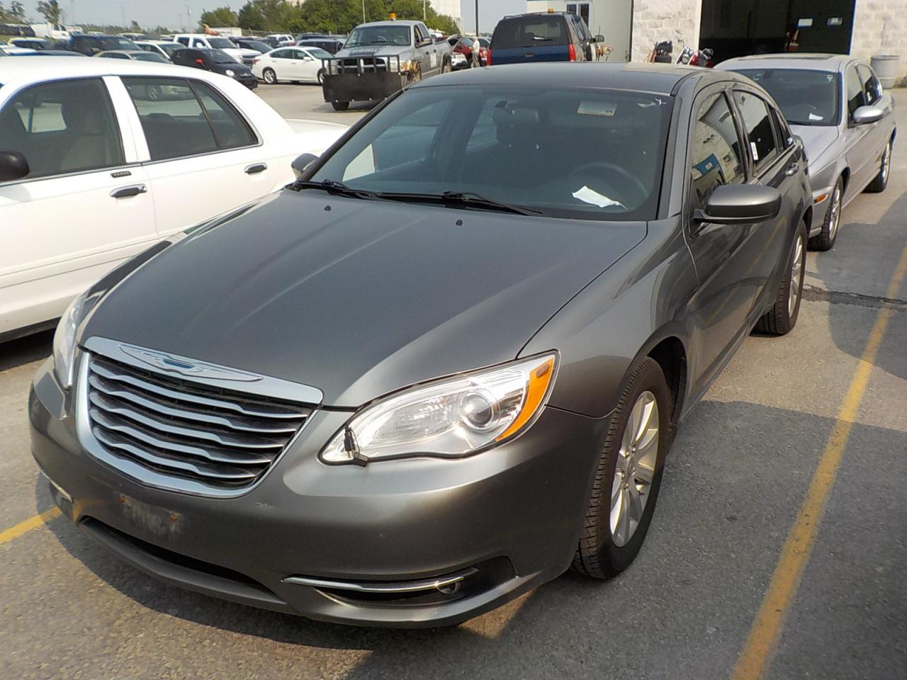 Photo of Grey 2012 Chrysler 200