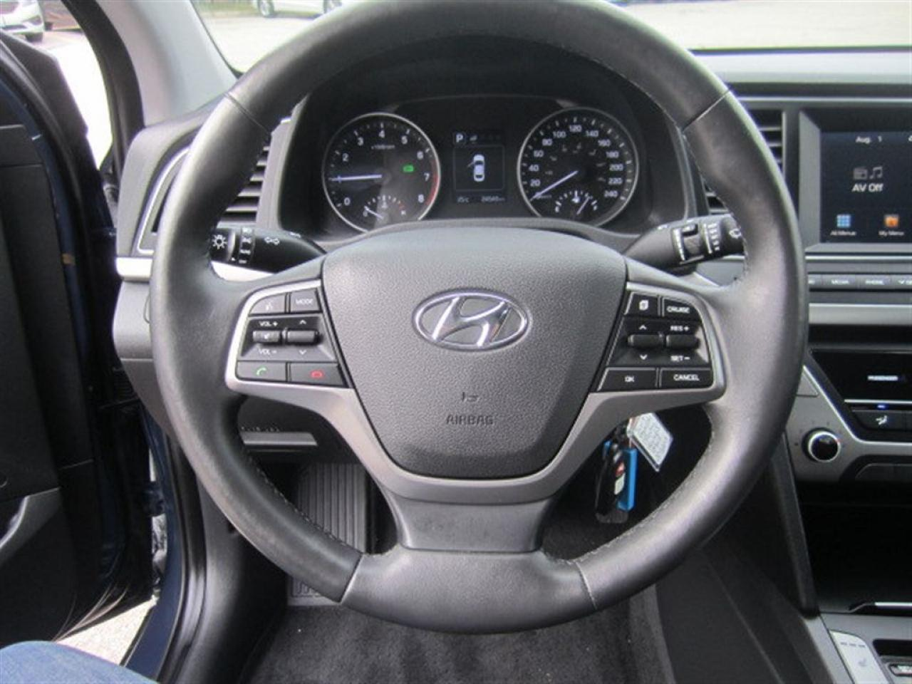 2017 Hyundai Elantra GL-Blind Spot-Heated seats-MINT