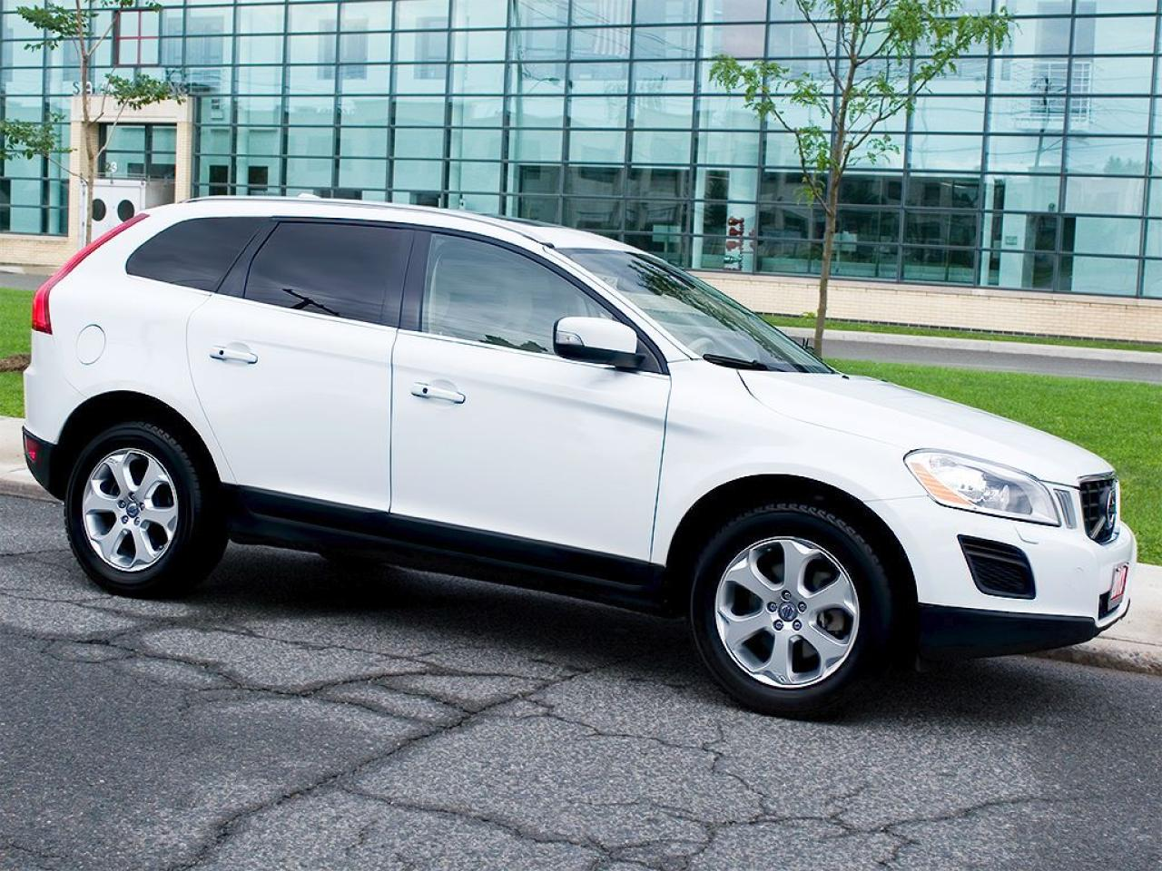 2013 Volvo XC60 AWD|NAVI|REARCAM|PANOROOF
