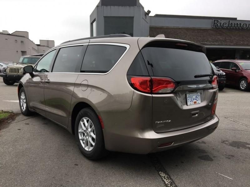 used 2017 chrysler pacifica lx for sale in richmond british columbia. Black Bedroom Furniture Sets. Home Design Ideas