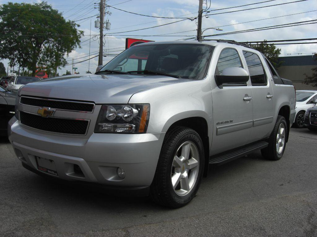 used 2010 chevrolet avalanche lt 4x4 for sale in london ontario. Black Bedroom Furniture Sets. Home Design Ideas