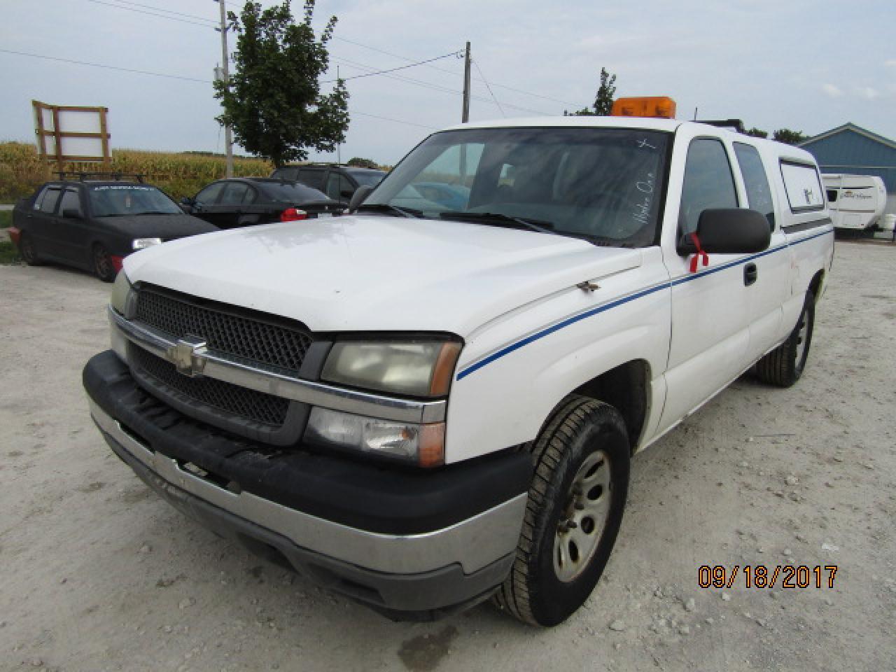 Photo of White 2005 Chevrolet Silverado