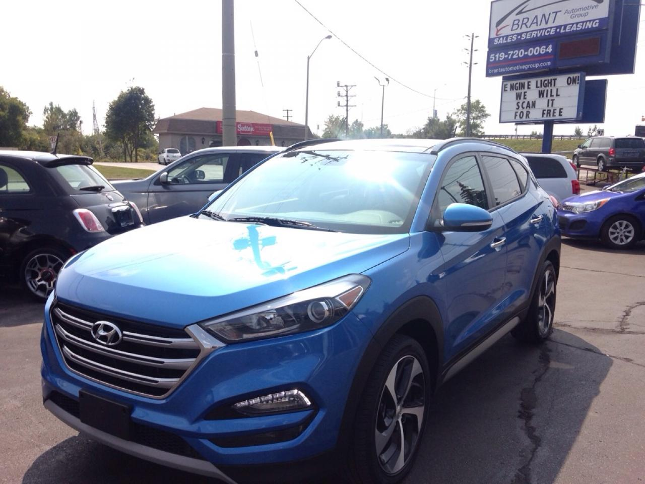 2017 Hyundai Tucson SE AWD, leather, panoramic sunroof!