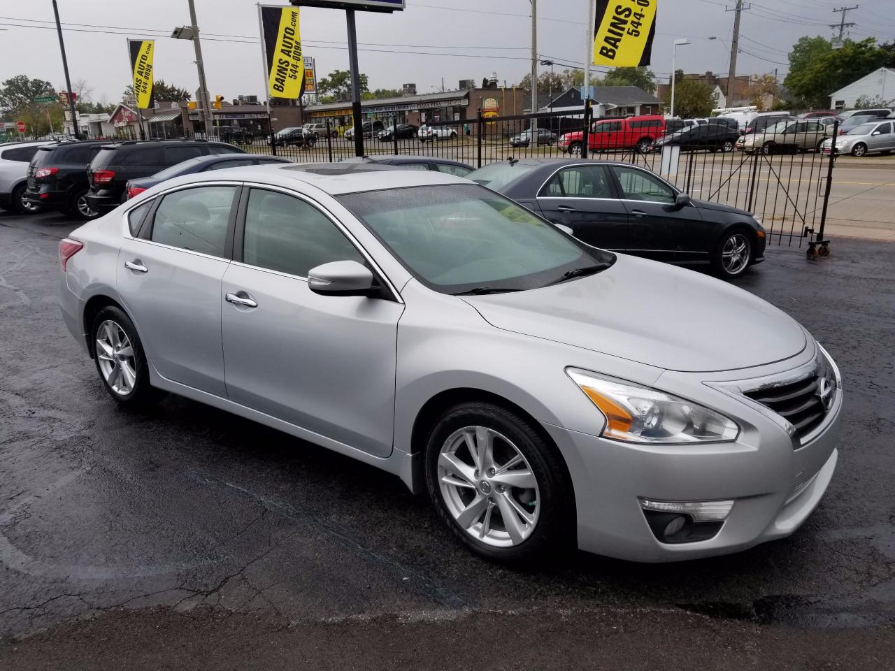 used 2013 nissan altima 2 5 sl for sale in hamilton ontario. Black Bedroom Furniture Sets. Home Design Ideas