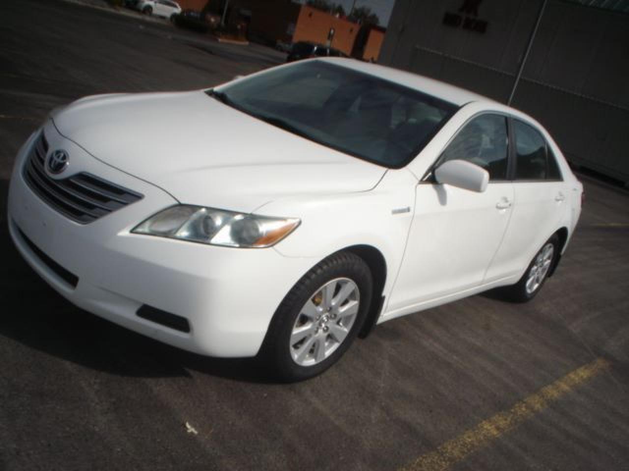 Photo of White 2008 Toyota Camry