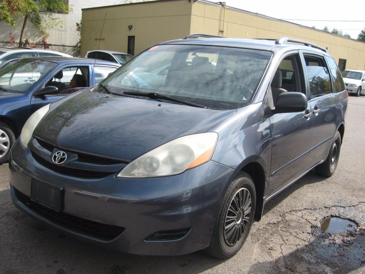 Photo of Gray 2006 Toyota Sienna