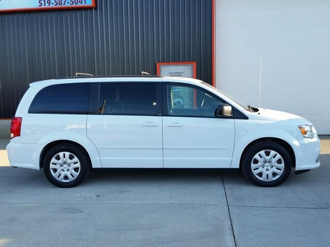 Photo of White 2014 Dodge Grand Caravan