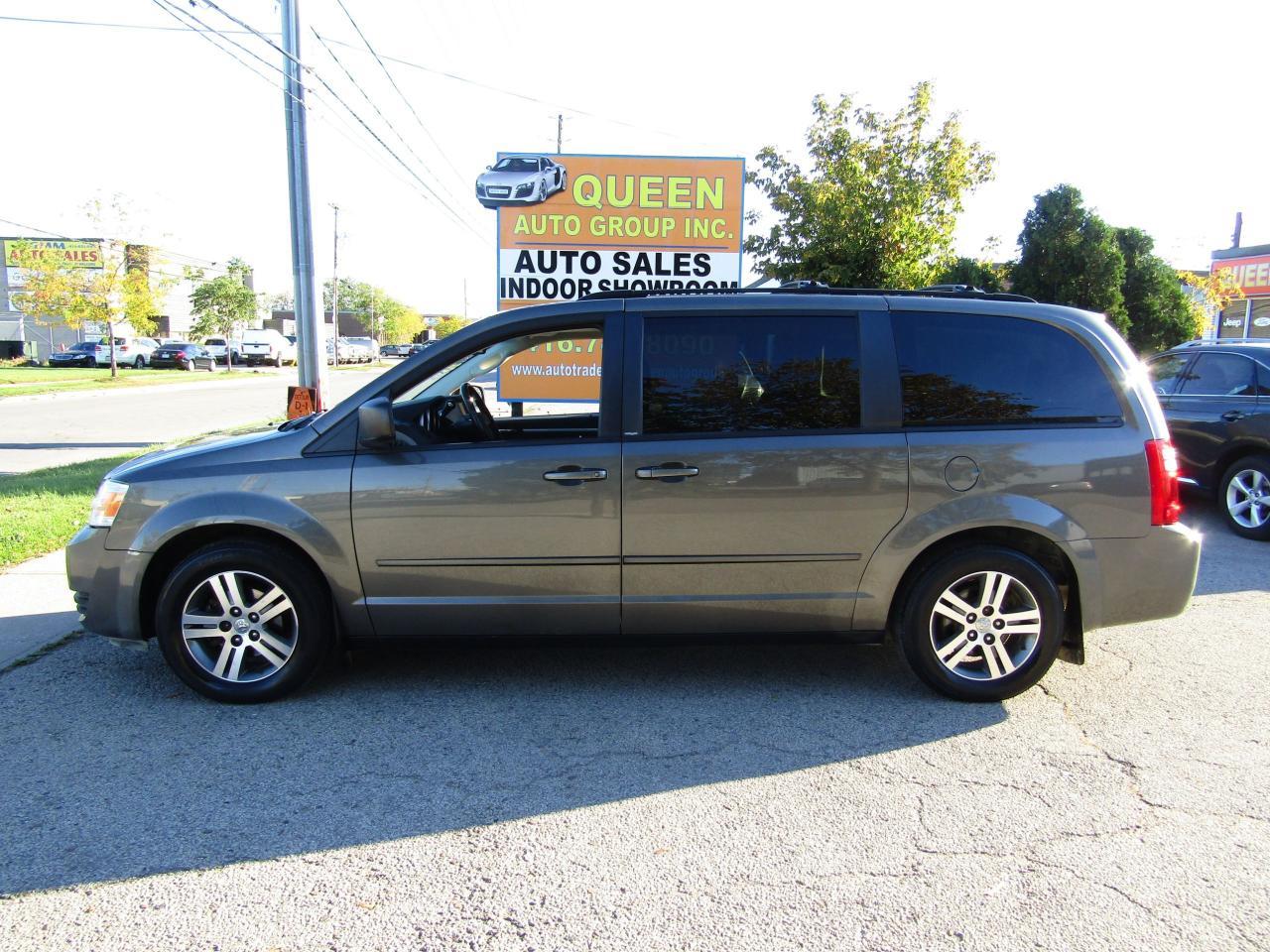 2010 Dodge Grand Caravan Stow N Go   7 Passenger   Rear DVD Unit
