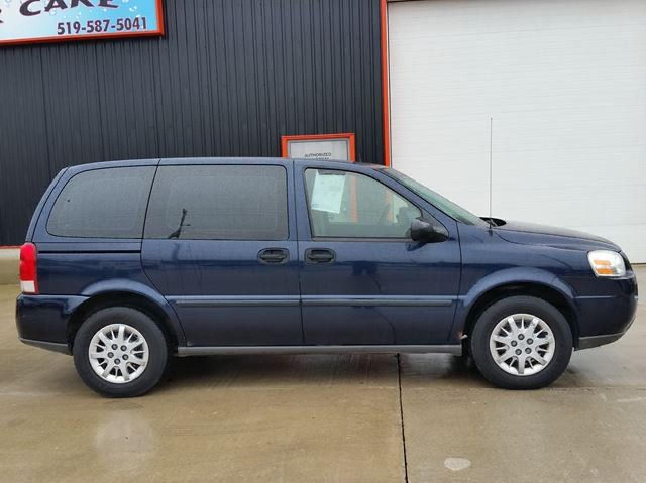Photo of Blue 2005 Chevrolet Uplander
