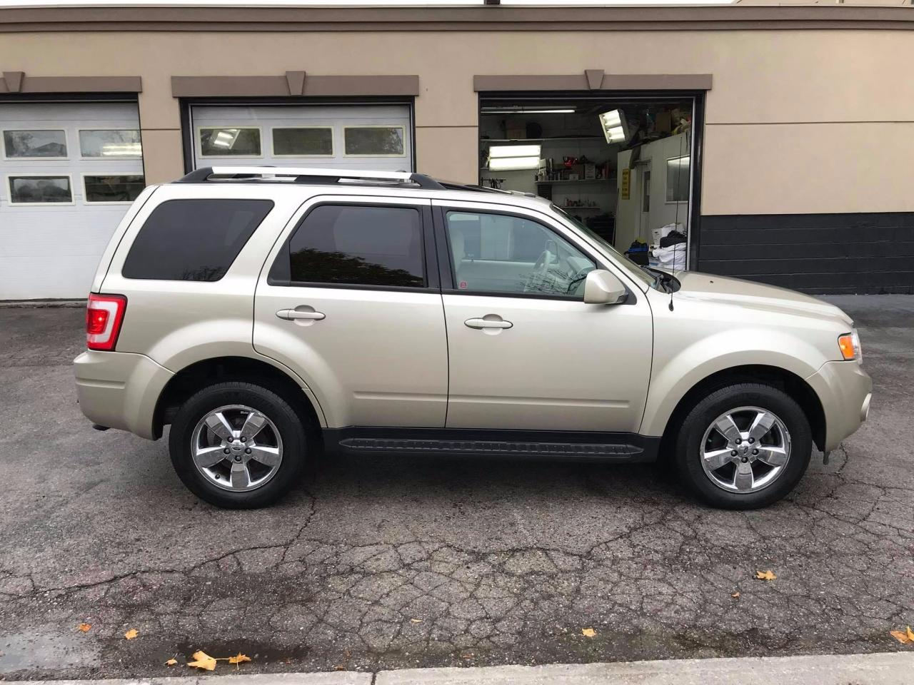 used 2010 ford escape limited 4wd one owner no accidents for sale in mississauga. Black Bedroom Furniture Sets. Home Design Ideas