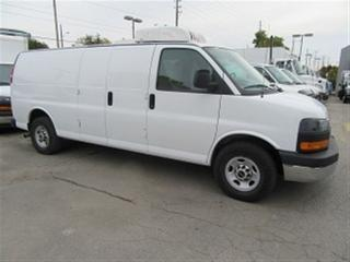 Used 2015 GMC Savana 3500 extended gas refridgerated cargo van for sale in Richmond Hill, ON