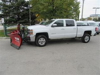 Used 2017 Chevrolet Silverado 2500HD Crew Cab short box gas with new V plow for sale in Richmond Hill, ON