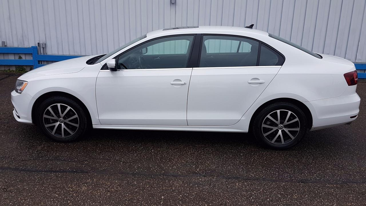 used 2016 volkswagen jetta comfortline tsi sunroof for sale in kitchener ontario. Black Bedroom Furniture Sets. Home Design Ideas