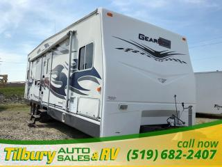Used 2007 Fleetwood Gearbox 500 FS **AS IS** TOY-HAULER TRAVEL-TRAILER for sale in Tilbury, ON